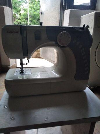Продаю машинку швейную