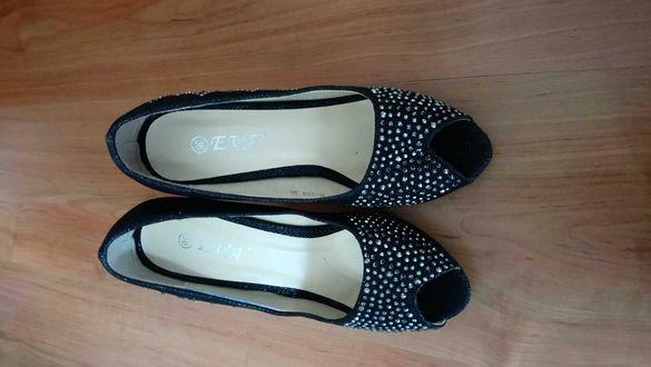 Дамски обувки с камъни