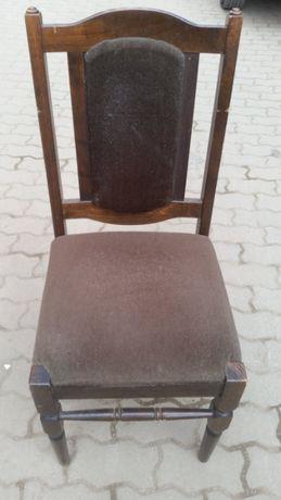 Трапезен дървен стол от естествено дърво здрав запазен удобен резбован
