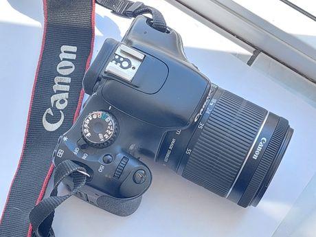 Aparat foto Canon 550D cu obiectiv 18-55 IS