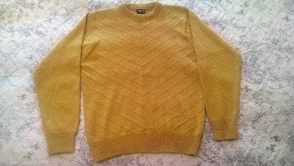Дебел вълнен мъжки пуловер в жълт цвят идеален за студените зими