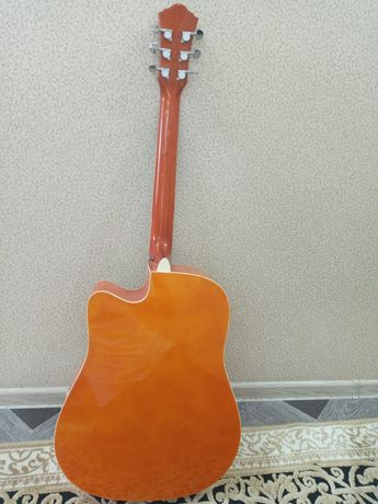 Акустическая гитара обмен  на классическую гитару