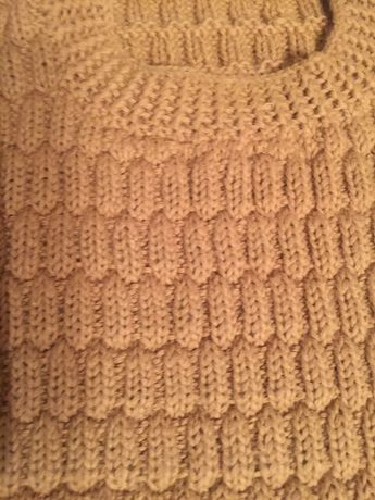 Зимен пуловер ръчно плетиво