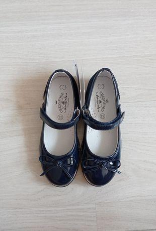 Новые,  школьные, стильные туфли для девочки темно-синего цвета