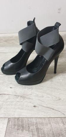 Итальянские кожанные туфли на шпильке