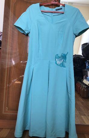 Женский платье