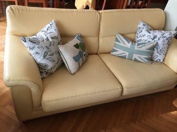 Тройка +двойка дивани;фотьойл/бар столове за хранене/маса