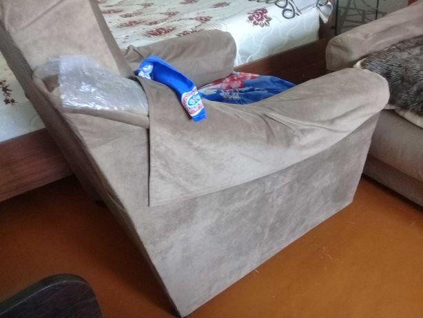 Срочно продам 2 кресла
