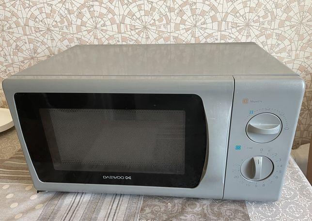 Микроволновая печь Daewoo, тяжелое не крутит, рабочая,читайте описание