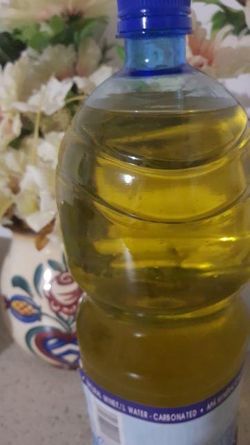 Vand ulei de floarea soarelui presat la rece!!!