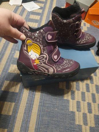 Продам обувь для девочки Geox