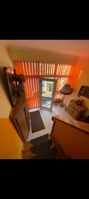 Inchiriez camera la casa cu cheltuieli inclusr