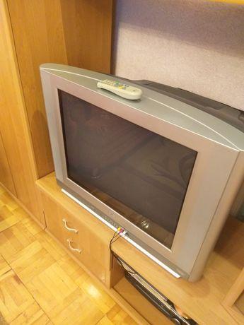 Продам почти новый большой телевизор с пультом