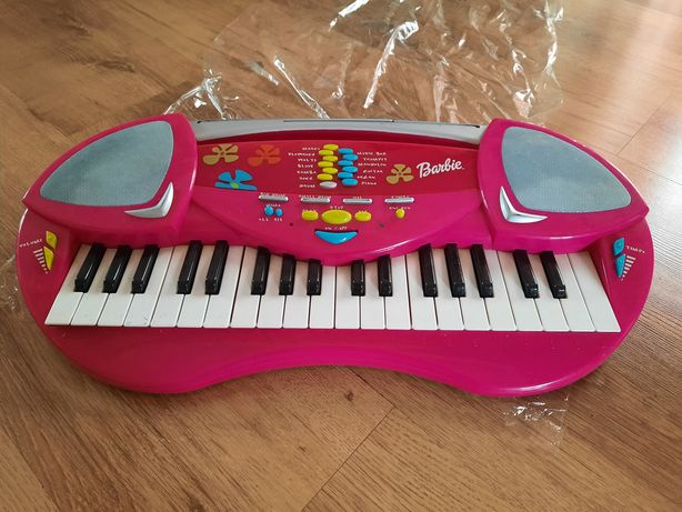 Барби синтезатор.