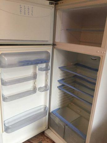 vand combina frigorifica Indesit TAN 5