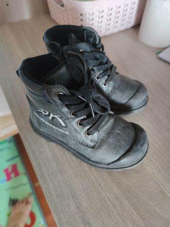 Продам весенние ботинки
