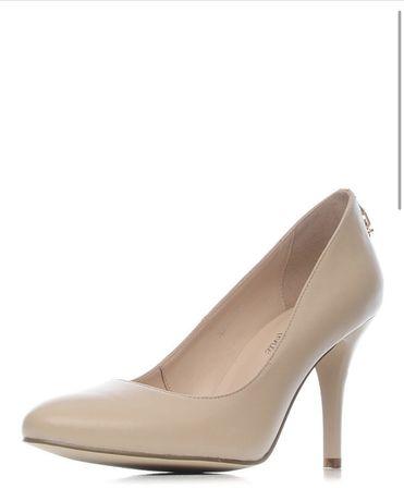 Продам женские бежевые туфли размер 37, новые