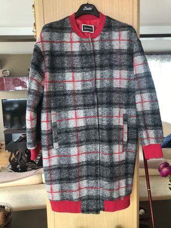 Вълнено палто каре с червен кант и пола към него (по желание)