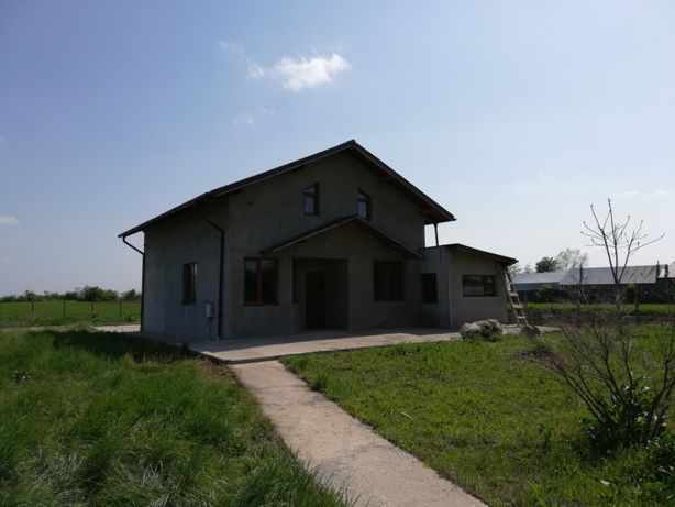 Casa noua cu mult teren in Conduratu, Mizil