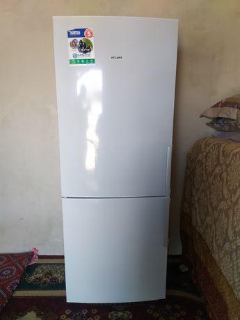Холодильник Атлант нофрост хорошем состояни