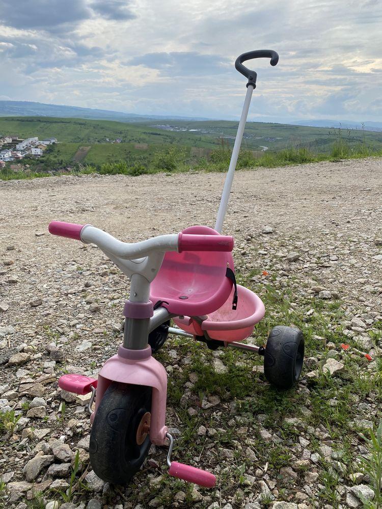 Vand Tricicleta si casca pt fetita pana varsta de 3-4 ani
