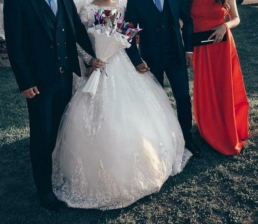 Продам свадебное платье. Цена 13000 без торга