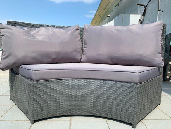 Двуместен диван, с 3 меки дебели възглавници със зип. 160 x 87x 62 см