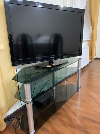 Продается стеклянная тумба под телевизор
