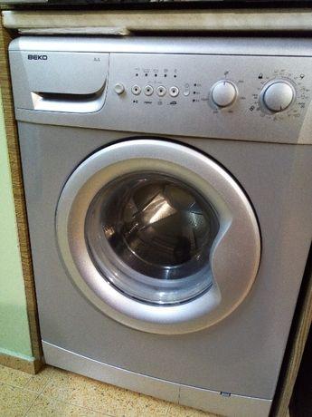 Продавам части за перална машина Whirlpool и Beko