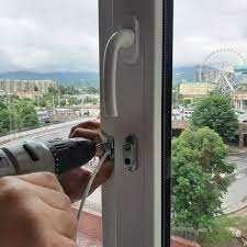ремонт пластиковых окон, алюминиевых окон и дверей Москитные сетки.