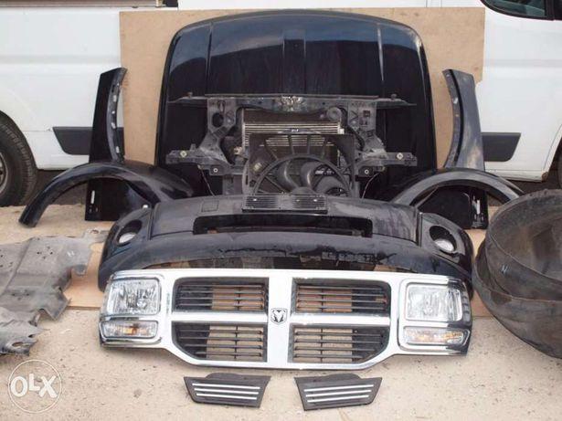 Dodge Nitro fata complecta