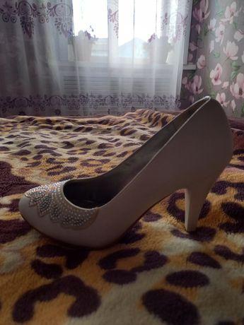 Подам туфли свадебные