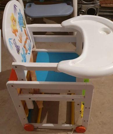 Отличный набор столик и стульчик от 6 месяцев и выше.
