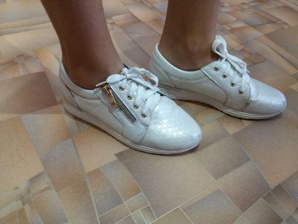 Продаю туфли на девочку 35 размер