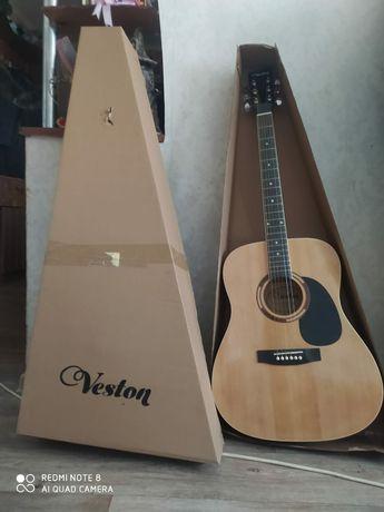 Продам новую гитару в коробке срочно надо продать