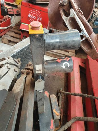 Машина за монтаж/демонтаж на товарни и агро гуми
