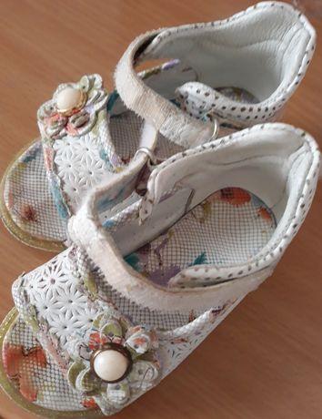 Продам сандали детские,Турция