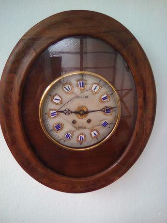 Стенен часовник френски и американски