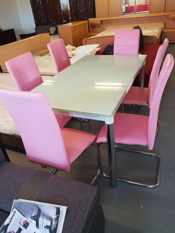 Masa noua extensibila din sticla cu 6 scaune noi din piele de vinzare