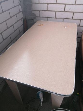 Кухонный стол. Бесплатно
