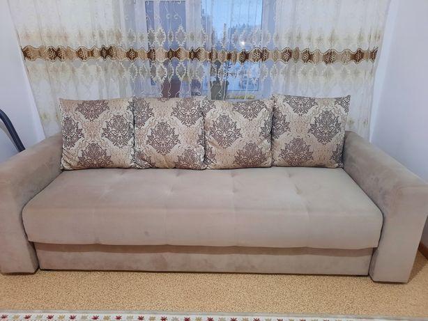 Продам диван, кресло, пуф. В отличном состоянии