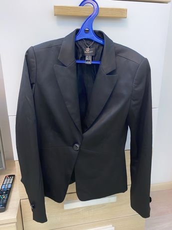 Костюм пиджак и брюки размер S женское
