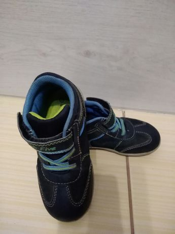 Ботинки на мальчика ,осенние 25 размер