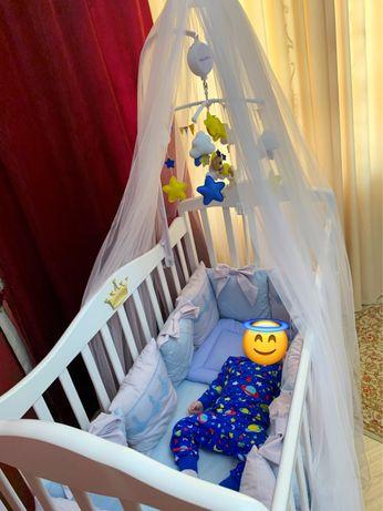 детская кровать с комплектом! Вместе с матрасом, балдахином и бортикам