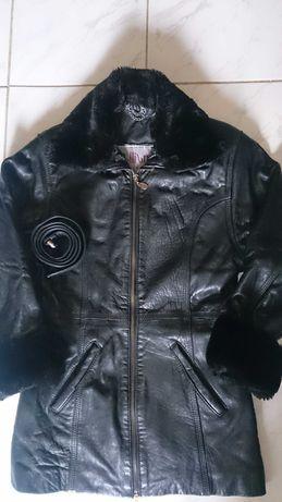 Различни якета от естествена кожа и къси пухкавки палта