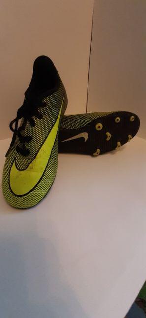 Ghete fotbal Nike originali din Germania marimea 36