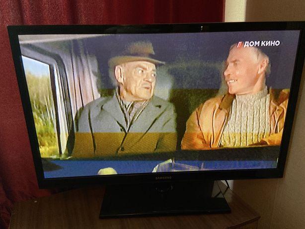 Продам телевизор 35000 тысяч отличный стенка шкаф 7000
