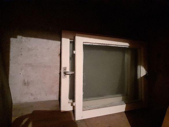 Продавам дървена дограма за малки прозорци - 2 броя