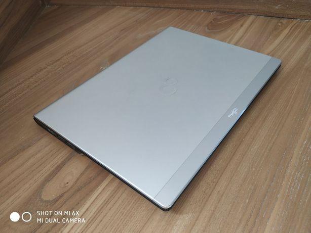 Ультрабук Fujitsu Lifebook UH552