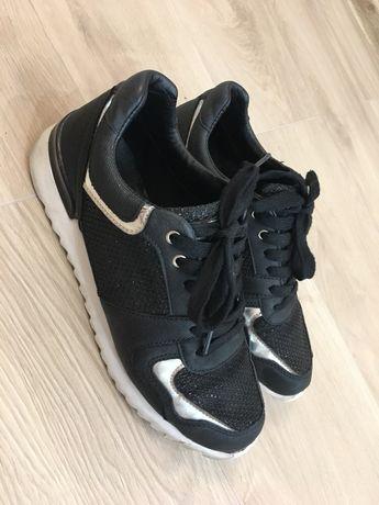 Черни маратонки/ сникърси